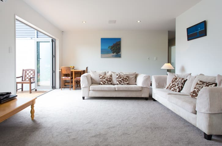 Spacious, sunny  - self-contained garden wing. - Whangaparaoa - Casa
