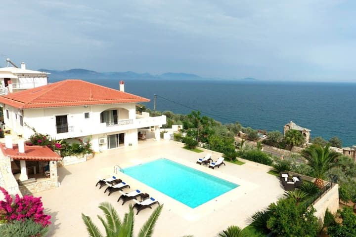 R762  Villa Lucas with Sea and Mountain Views Daily Maid Service