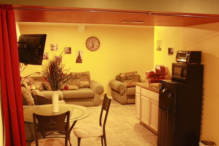 Perfect location 4 all your needs! (Breakfast inc)