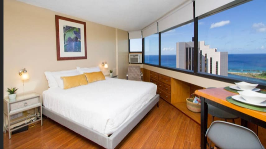 *Free Parking-King Bed-40th Floor Penthouse Suite*