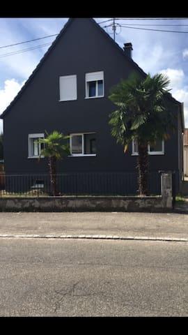 A côté des beaux villages Alsaciens - Ingersheim - Huis