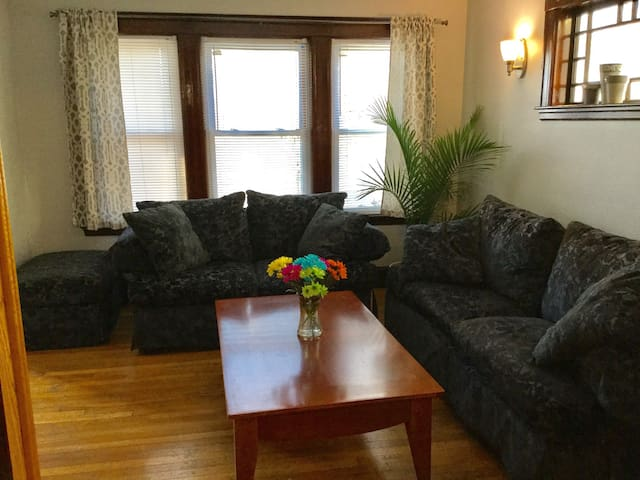 Classic 2 BR apartment close to Cambridge/Boston - Watertown - Appartement