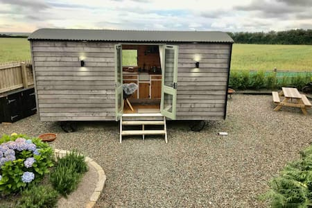 Luxury Shepherds Hut Newquay Countryside peaceful.