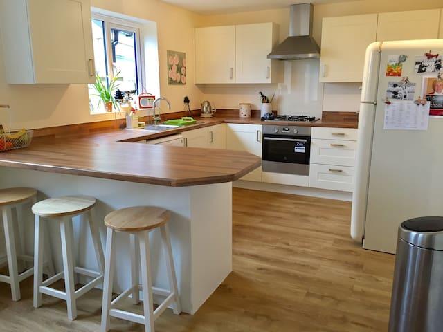 A brand new, spacious family home close to Bath - Shurnhold
