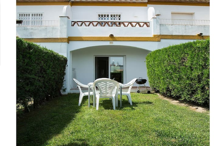 Cozy Holiday Home in Torroella de Montgrí with Swimming Pool