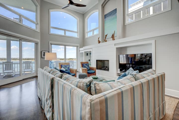 Aquarium- Waterfront WB with dock!  NEW LISTING!
