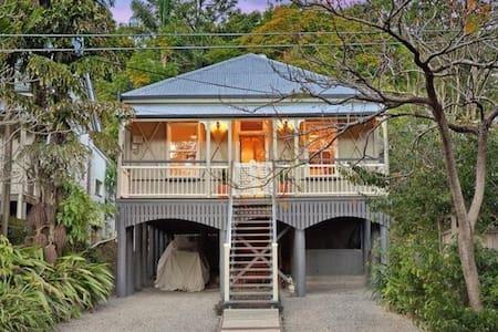Private room in cosy Queenslander - Casa