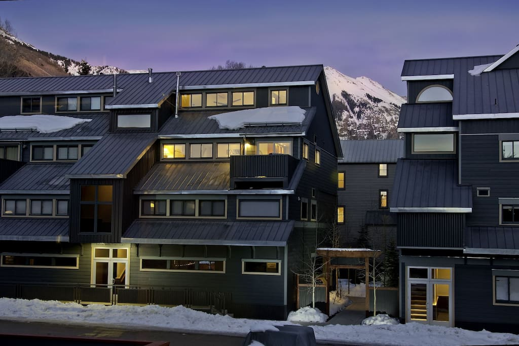 Great mountain views, and excellent ski access