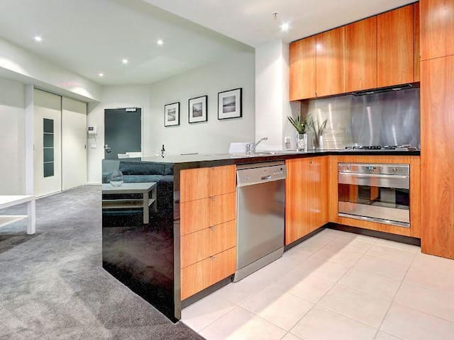 Amazing one bedroom apartment close to it all!