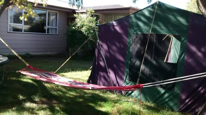 'Glamping' Homestay in Flaxmere (twin room)