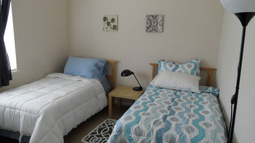 Your Home Away from Home (1 or 2 beds) - Merced - บ้าน