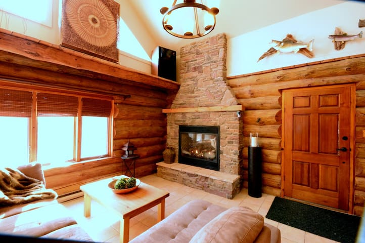 Log Cabin on the Salmon River