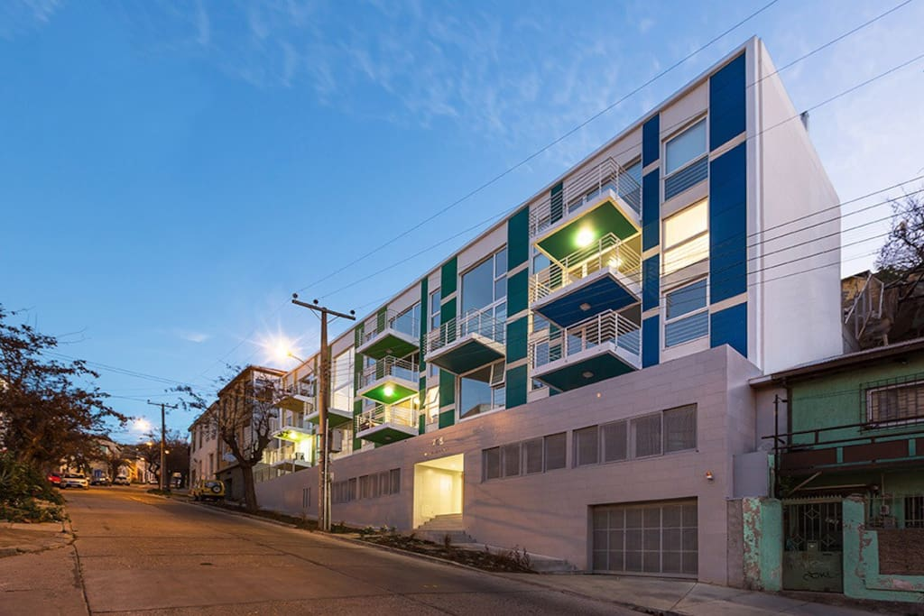 Edificio Croma Loft. Agradable depto con terraza y estacionamiento.