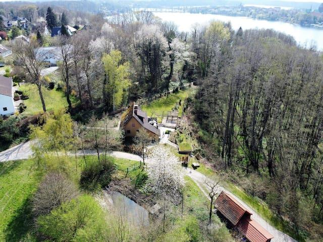 Gemütliches Haus im Wald, 350m zum See