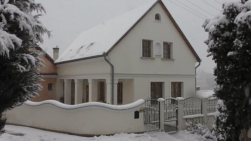 Amadeus Vendégház - Esztergom - Huis