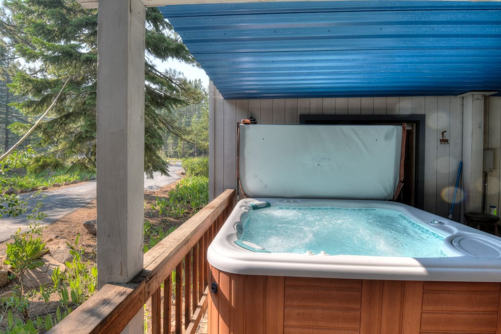 Hot tub on the deck with coverage during the winter months