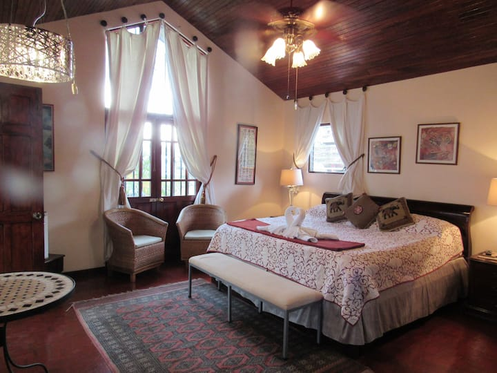 CARIARI BED AND BREAKFAST: Royal Suite