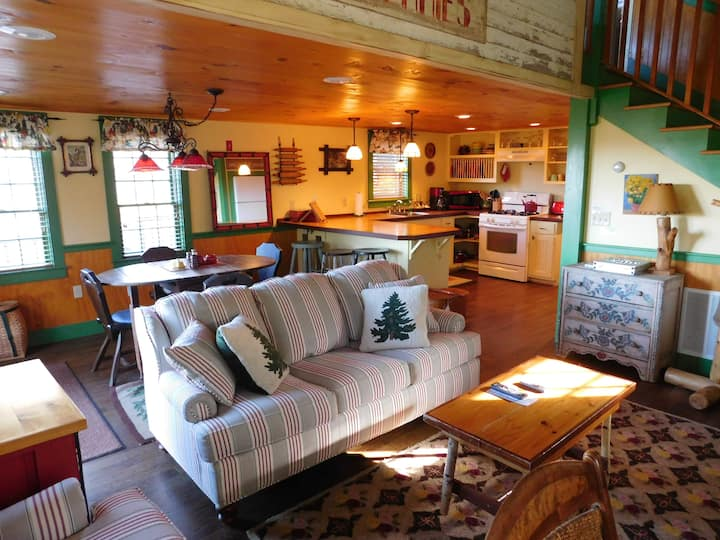 Off-Site Cabin at The Common Man Inn & Spa