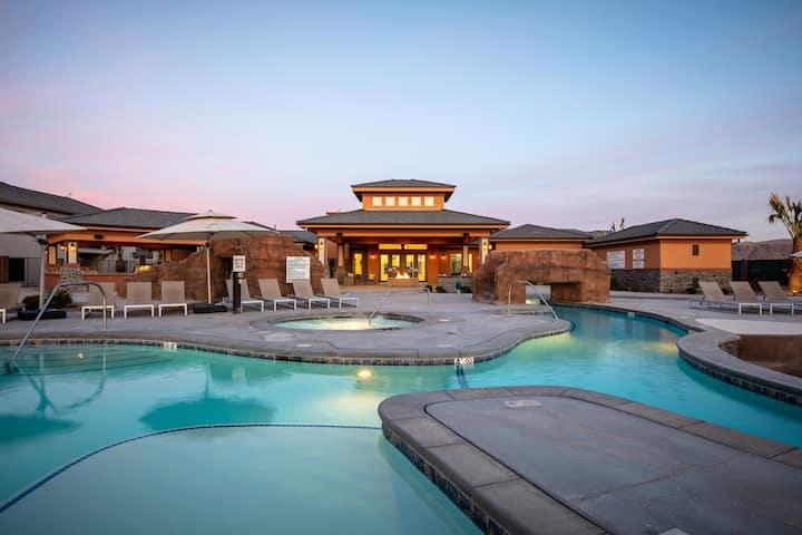 Modern Townhouse | Huge Pool+Waterslide | 14 Guest