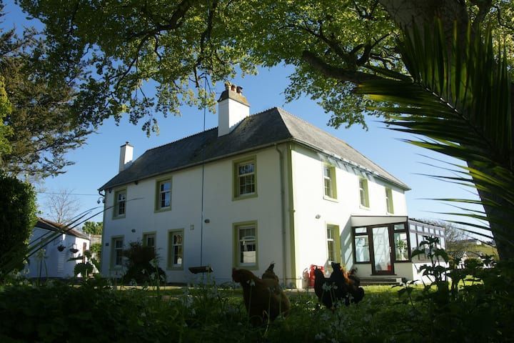Grand Family Home, 6 bedrooms, acre field in Hayle