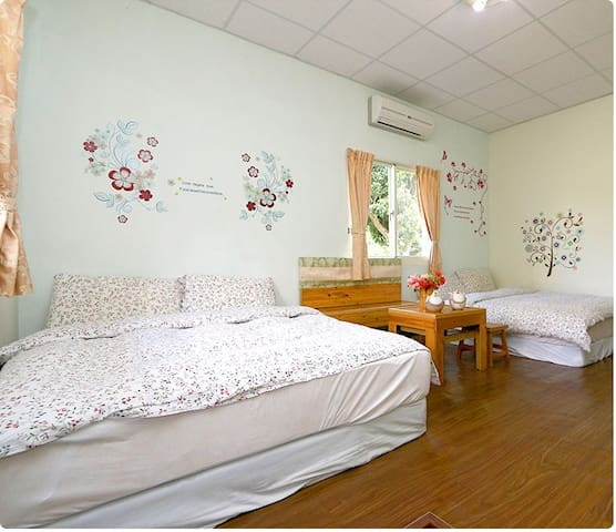 乾淨舒適-登山客最愛四人房-加家民宿-double room with two beds - Yuli Township - Penzion (B&B)