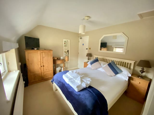 Home Farm Hotel & Restaurant Double Bedroom.