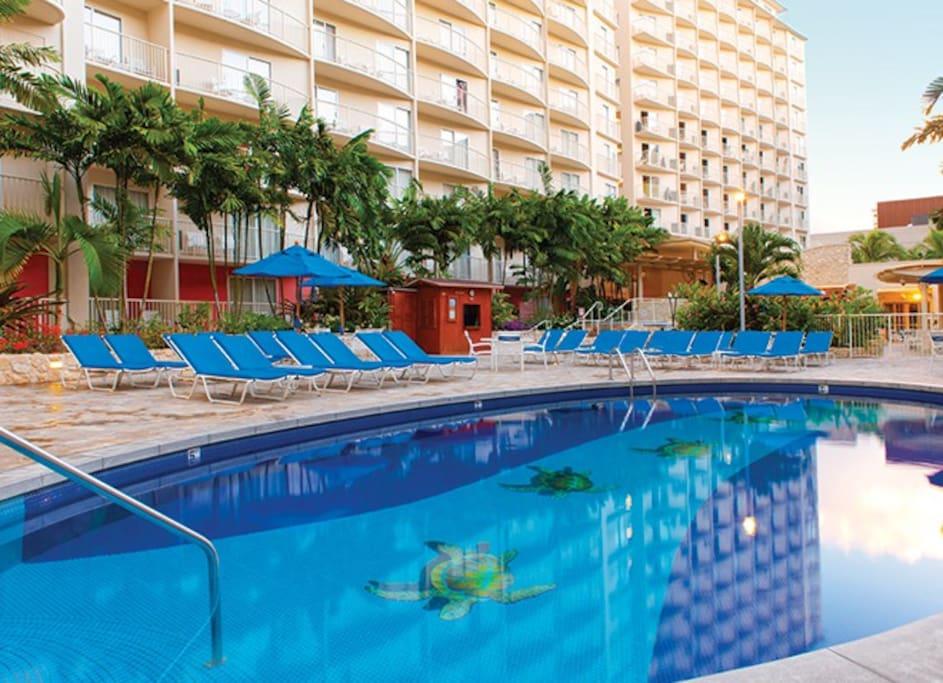 Wyndham At Waikiki Beach Walk In A 1 Bedroom Condo Condominiums For Rent In Honolulu Hawaii