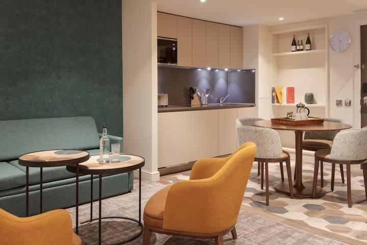 Studio Suite Close to London Heathrow | Business Centre On-Site + Free Wi-Fi