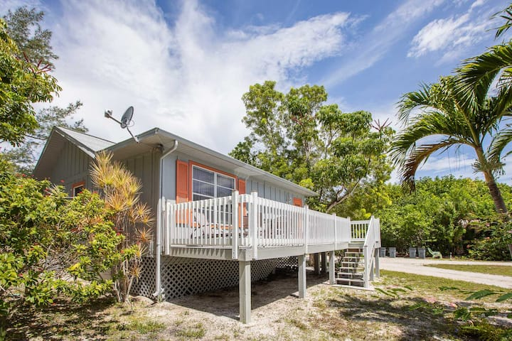 Baywatch Cabin with Dock - Pet friendly on Captiva