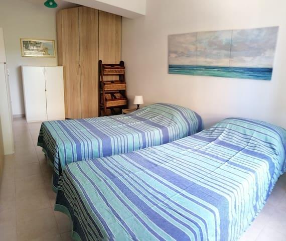 Terza camera da letto modalità con due letti singoli.