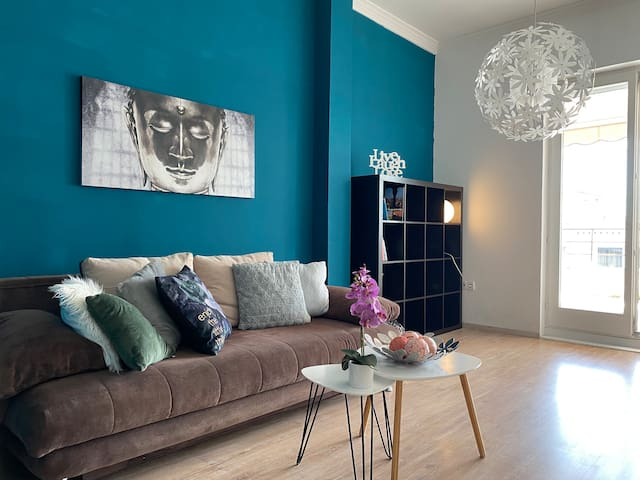 Turquoise apartment at the Danube