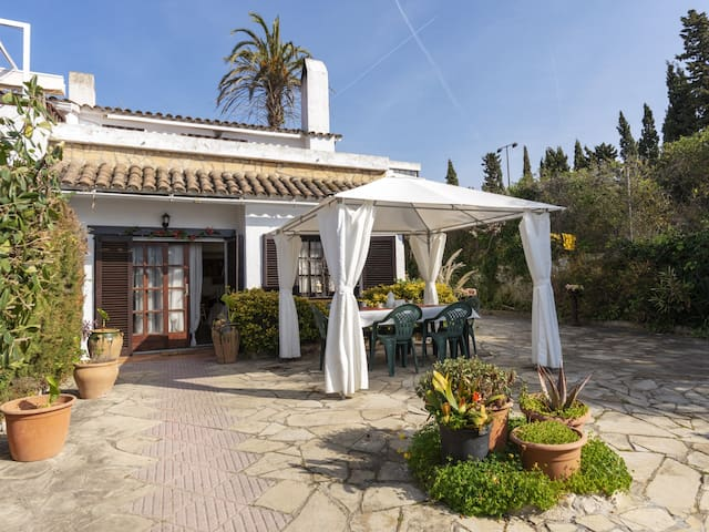 NICE HOUSE WITH GARDEN ,TERRACE AND COMMUNITY POOL-REF CHARO