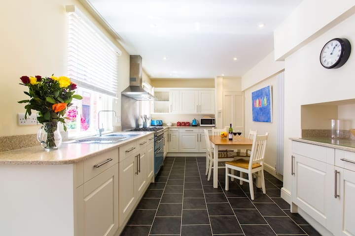 Market Place - property with stunning sea views - Aldeburgh - Dom