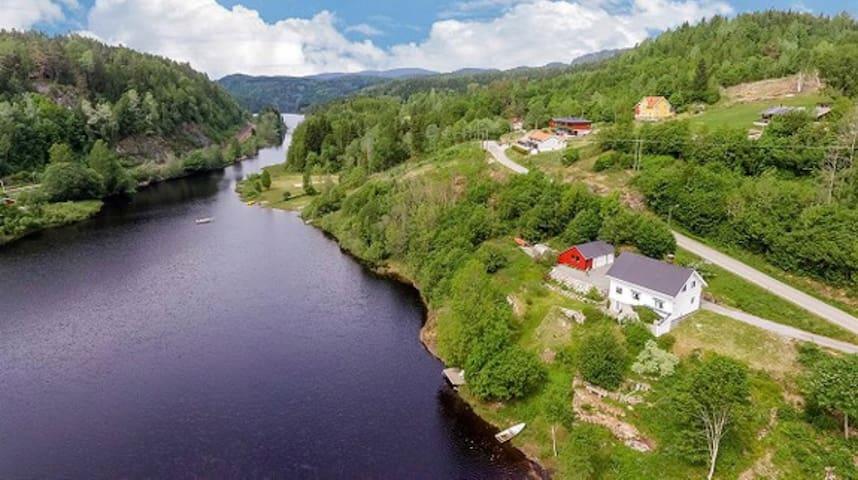 Idyllic Norwegian Lake House Retreat
