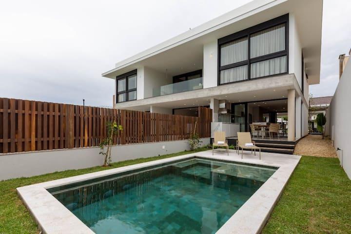 Lançamento! Casa moderna no melhor local da Lagoa