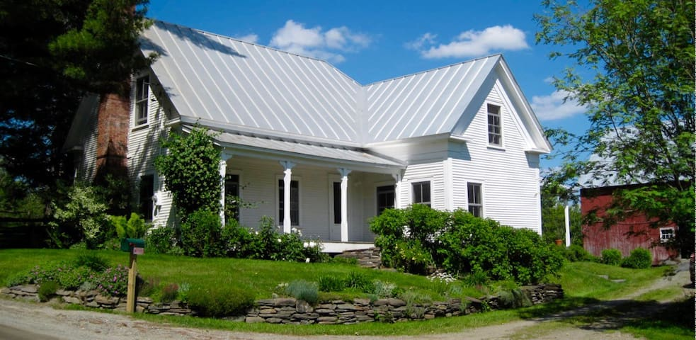 Room w/2 double beds and breakfast in Craftsbury - Craftsbury - บ้าน