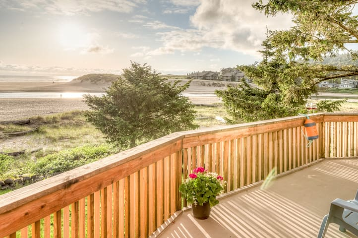 A+ Location,VIEWS!! Ocean Front,Steps to Beach!