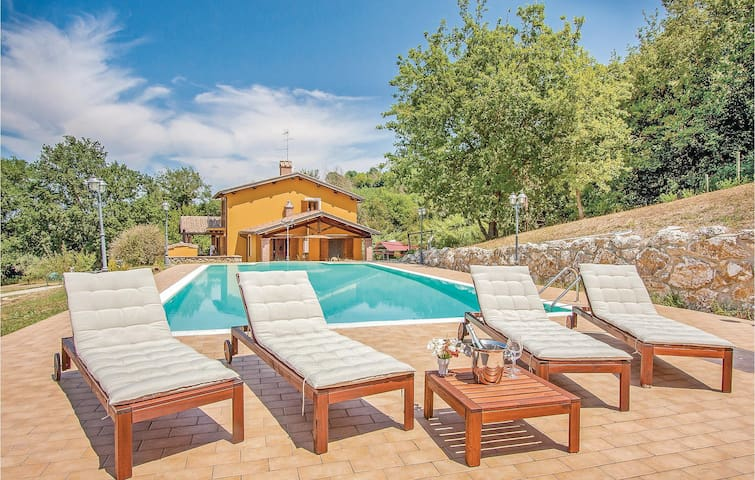 Holiday cottage with 3 bedrooms on 180m² in Giove TR