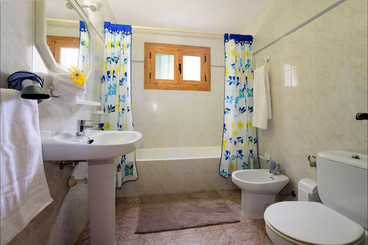 Bathroom 2 of 3, Adjacent to Bedroom 2