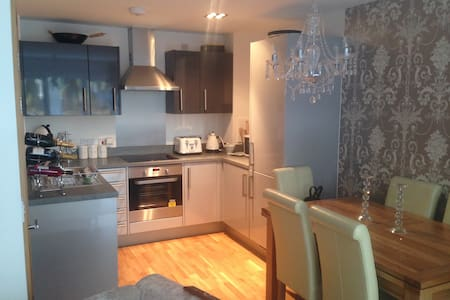 Beautiful Room in Gated Luxury Apartment - Basildon - Apartament