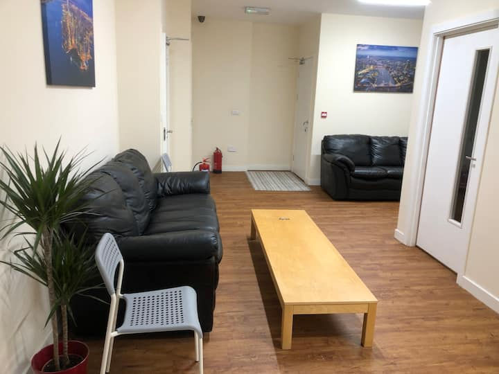 R8 En-suite double bedroom  close 2 city centre