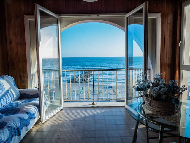 Huge Apartment on the sea - Free Parking & Pool