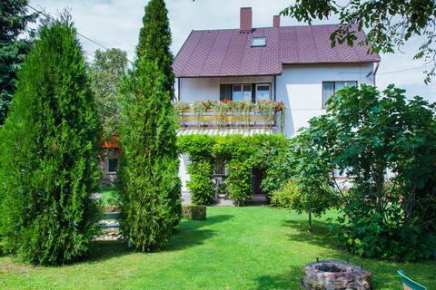 Acomodações privadas para crianças com amplo jardim (6 hóspedes)