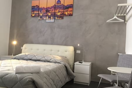 Ensuite Termini with Balcony and Wi-Fi - Roma - Bed & Breakfast