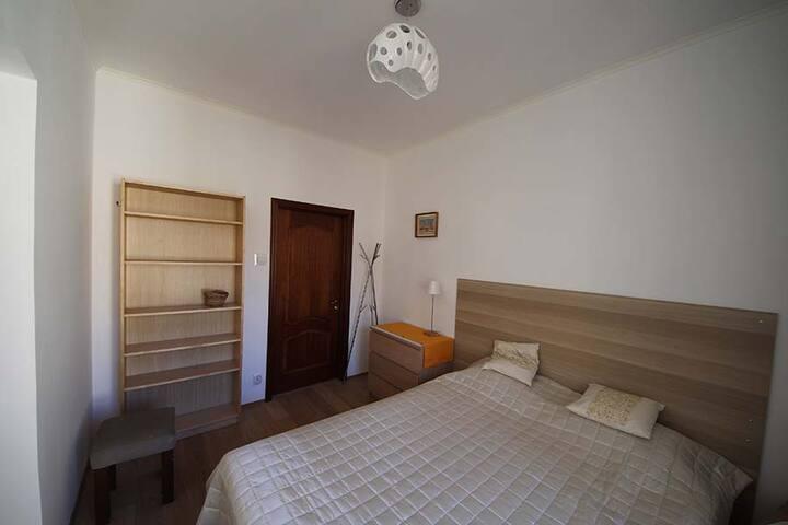 Спальня 1, двухспальная кровать 160 * 200 см.