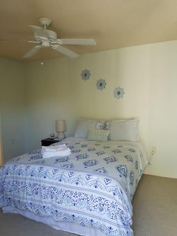 Cozy bedroom near Palm Beach Ball Park