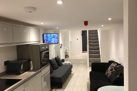Stunning brand new apartment in the centre of town