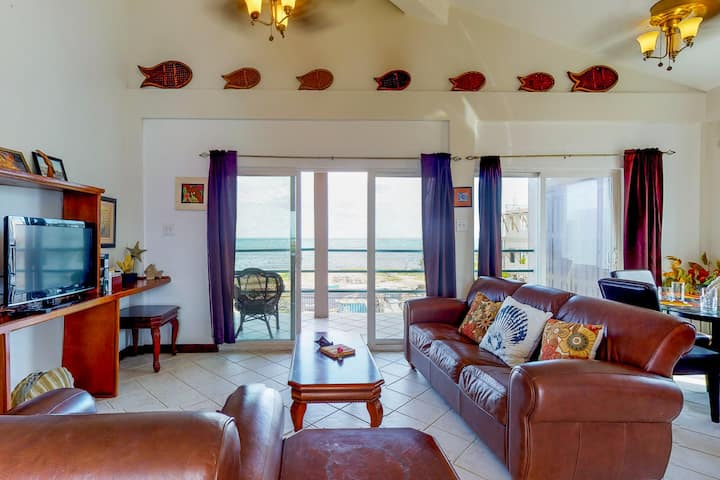 Waterfront condo w/ sea view, shared pool, WiFi & central AC - near beaches!