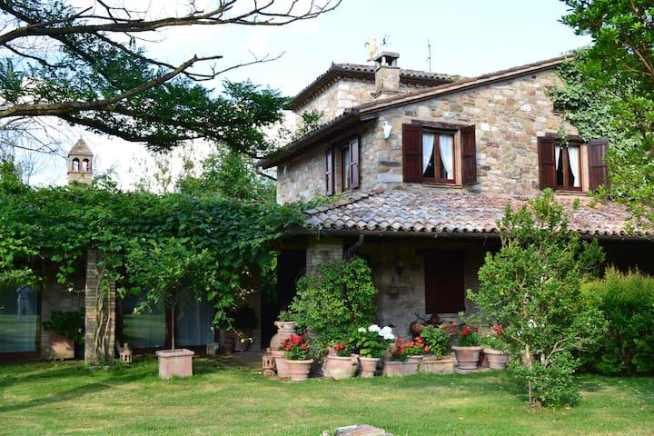 Prestigious villa located in the beautiful Umbrian - Monte Castello di Vibio - Villa