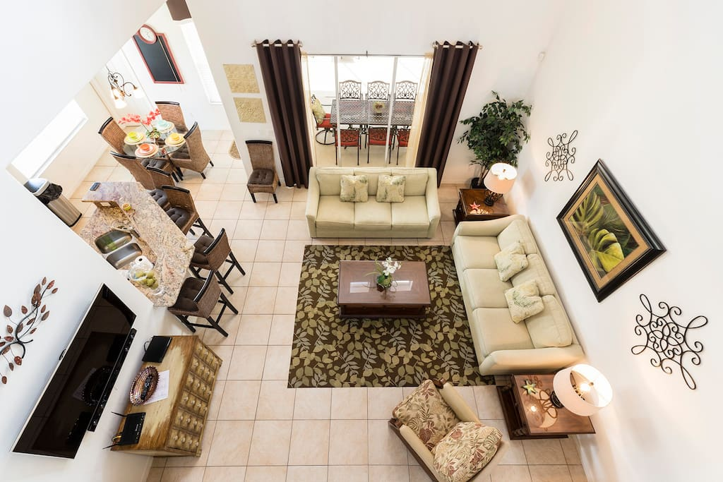 Ariel view of living room which leads out to the patiol